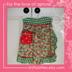 Knitty_bitties_apron_button